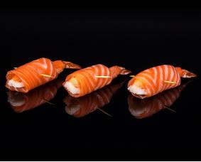 Рулетики с лососем, креветкой, сыром