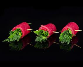 Рулетики с тунцом, зеленью, сыром